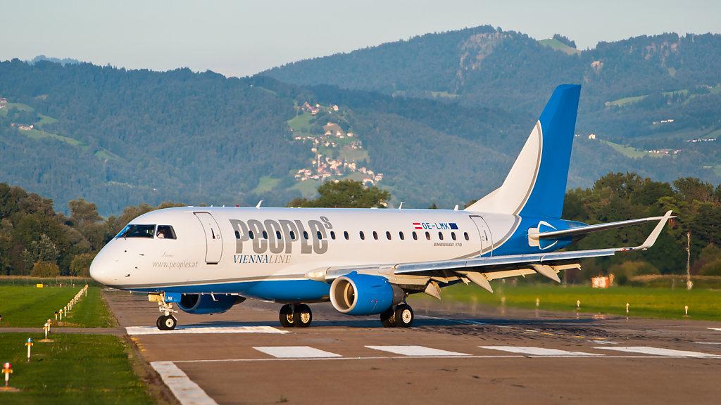 People's Viennaline Embraer ERJ-170-100, Kennzeichen: OE-LMK landet auf dem Flughafen St. Gallen-Altenrhein (LSZR)