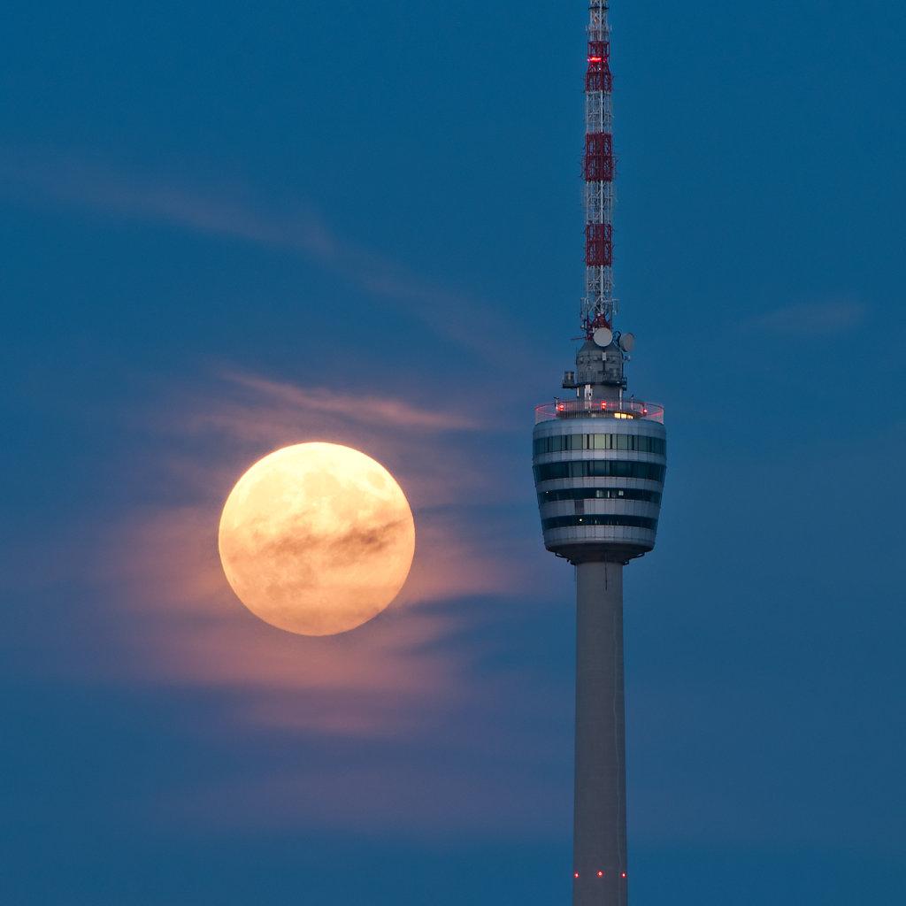Fernsehturm Stuttgart in front of the rising moon