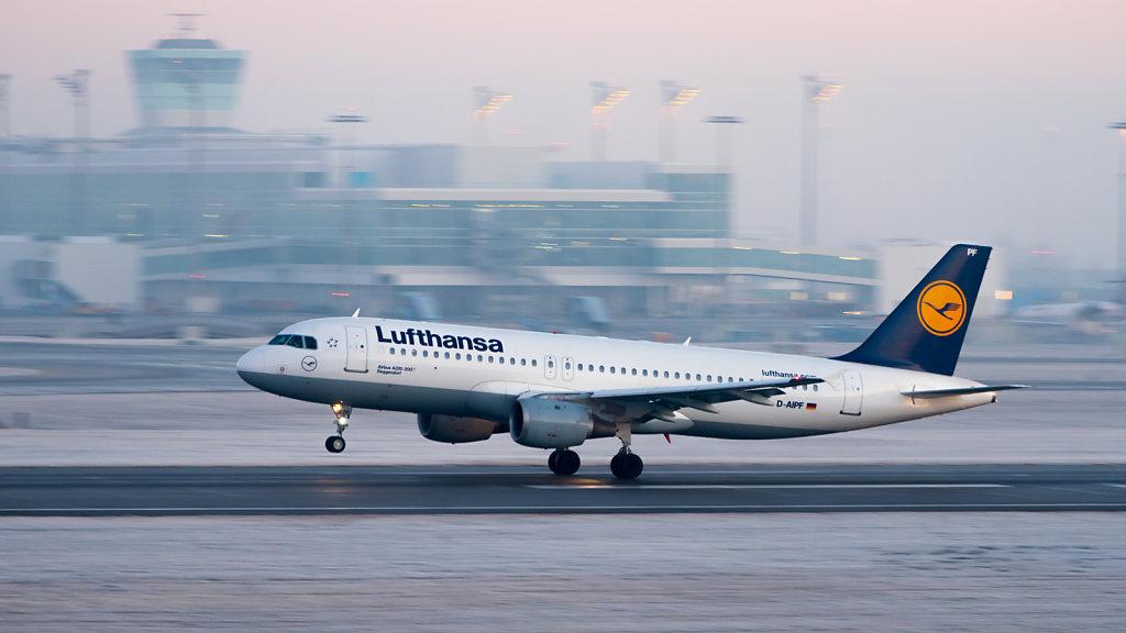 Lufthansa Airbus A320-211 (reg. D-AIPF, msn 083) at Munich Airport (IATA: MUC; ICAO: EDDM).