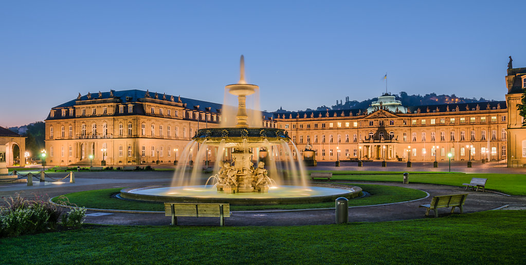 Neues Schloss (new palace), Schlossplatzspringbrunnen (Schlossplatz, Stuttgart, Germany) during blue hour.