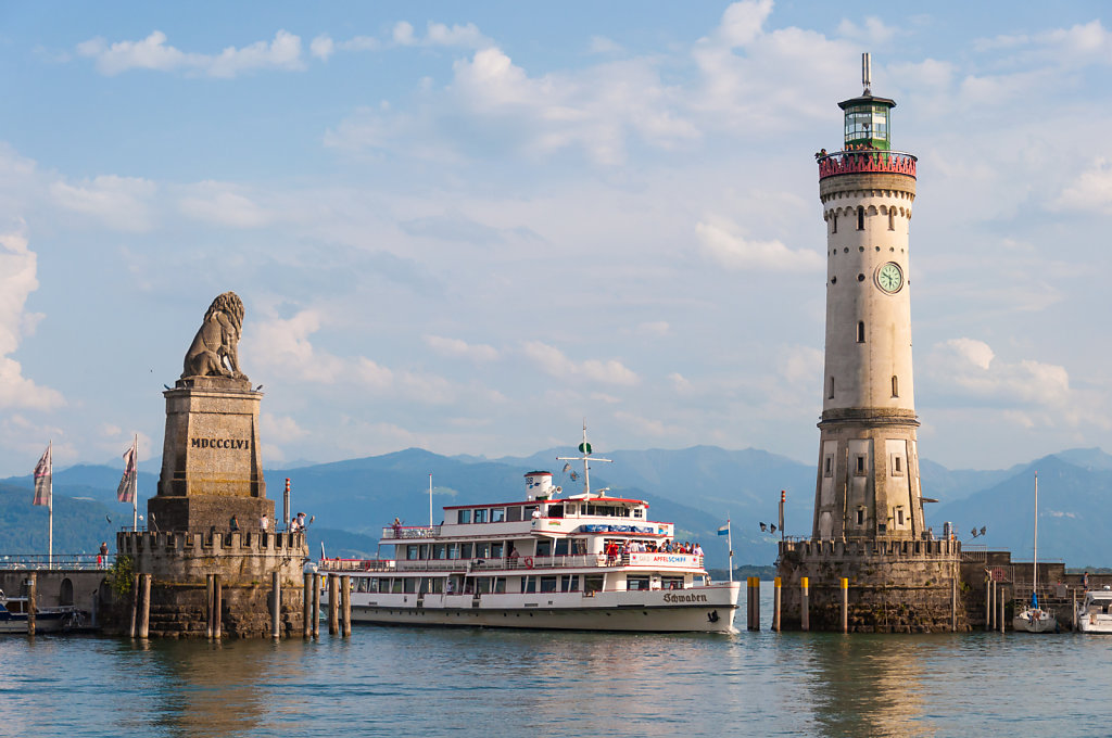 Harbor entrance with Bavarian Lion, the New Lighthouse and the MS Schwaben in Lindau (Lake Constance, Germany)