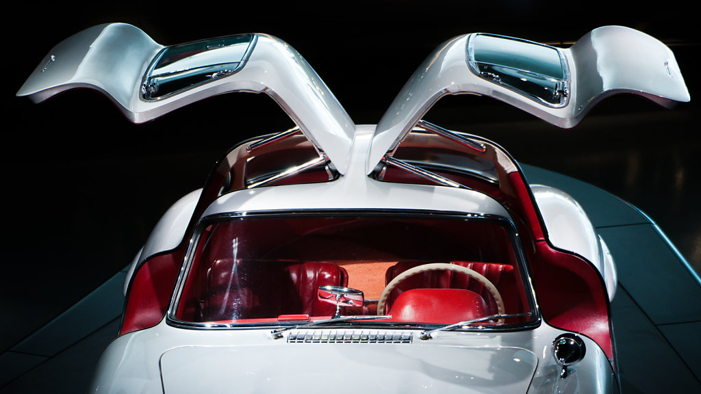 Gullwing doors