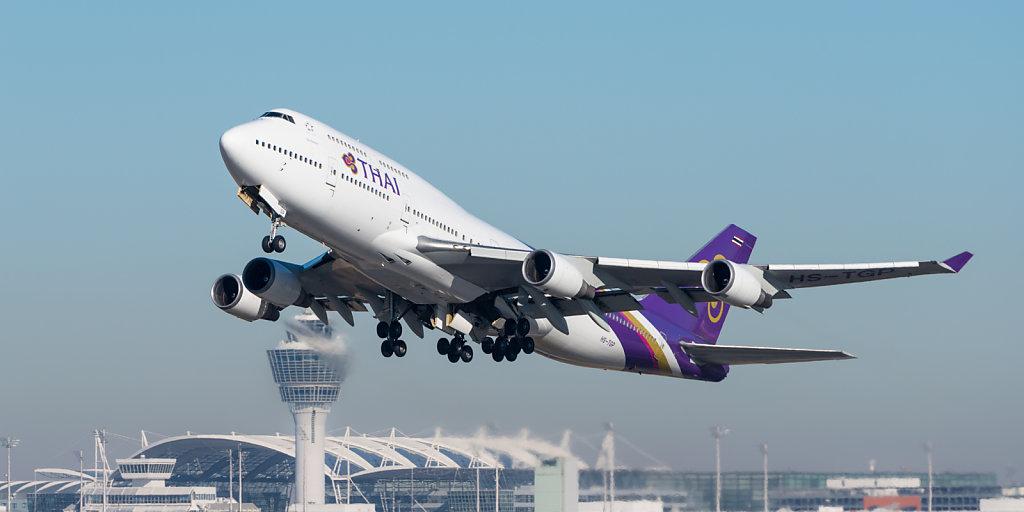 Thai Airways International Boeing 747-4D7 (reg. HS-TGP, msn 26610/1047) at Munich Airport (IATA: MUC; ICAO: EDDM) departing 26L.