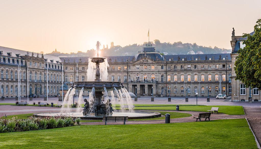 Neues Schloss (new palace), Schlossplatzspringbrunnen (Schlossplatz, Stuttgart, Germany).